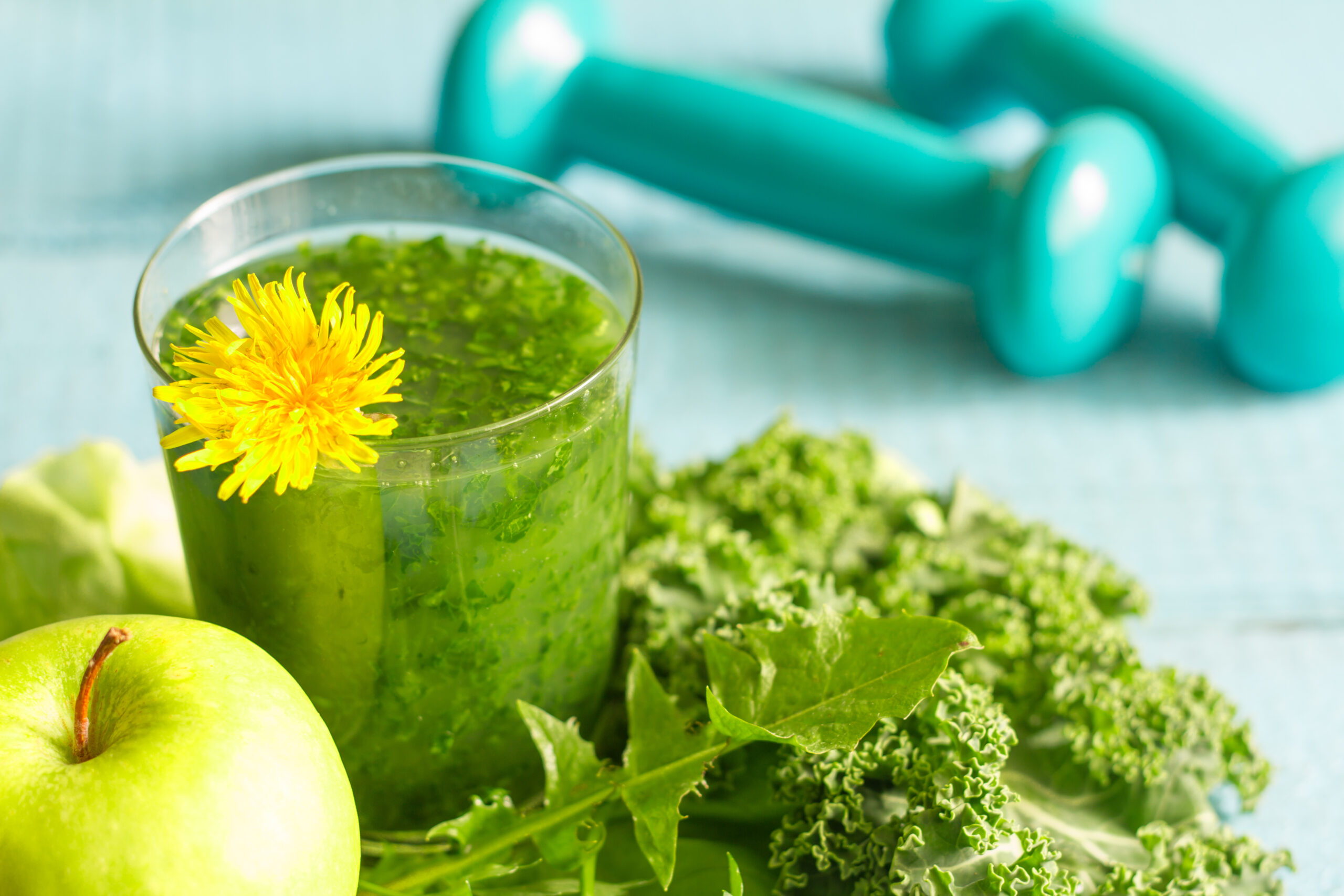 Green,Smoothie,With,Dandelion,Healthy,Lifestyle,Concept